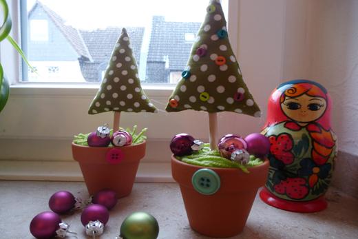 ein weihnachtsbaum f r die fensterbank holunderweg18. Black Bedroom Furniture Sets. Home Design Ideas