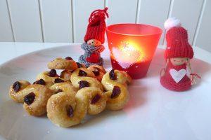 Rezept für schwedische Weihnachtsplätzchen: Lussekatter. Weihnachtsplätzchen backen.
