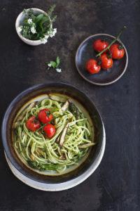 Rezept für Nudeln mit gebratenem Spargel und Bärlauchpesto - schnelles Feierabendrezept, vegan. Holunderweg18