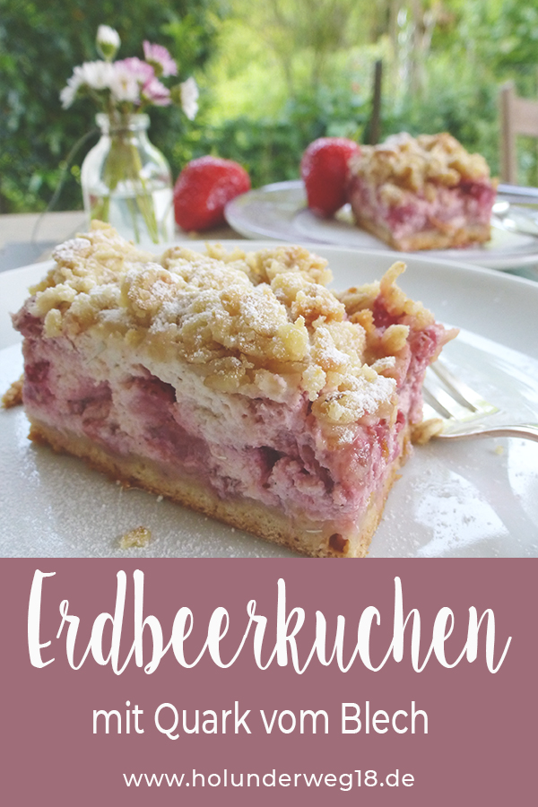 Blechkuchen Rezept: Erdbeerkuchen vom Blech mit Streuseln und Quark. Holunderweg18