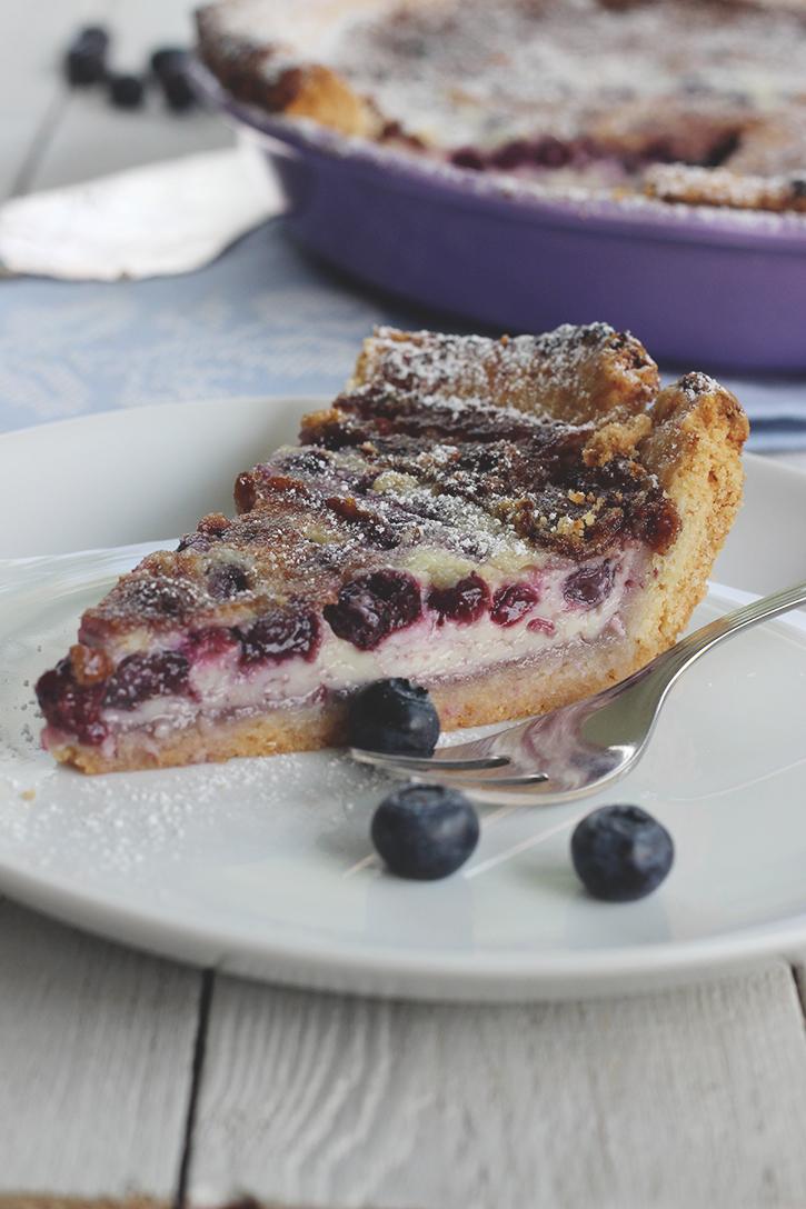 Blaubeerkuchen: Heidelbeer-Mascarpone-Tarte mit weißer Schokolade. Backrezept für Kuchen mit Heidelbeeren. Holunderweg18