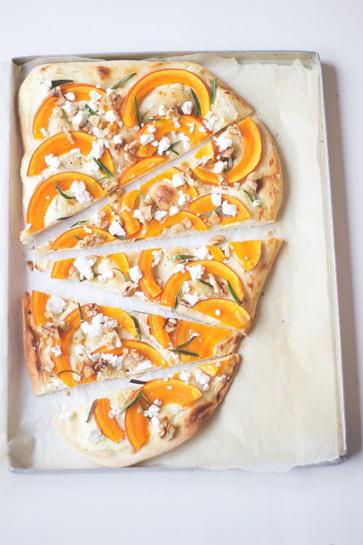 Kürbis-Flammkuchen vegetarisch mit Feta und Walnüssen, Rezept Holunderweg18