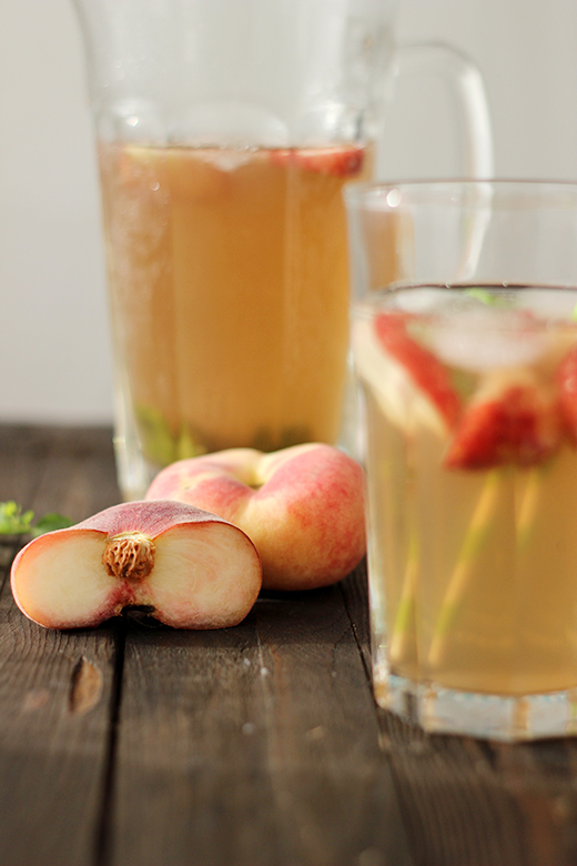 Rezept für selbstgemachten Pfirsicheistee mit Minze. Hausgemachter Eistee. Holunderweg18