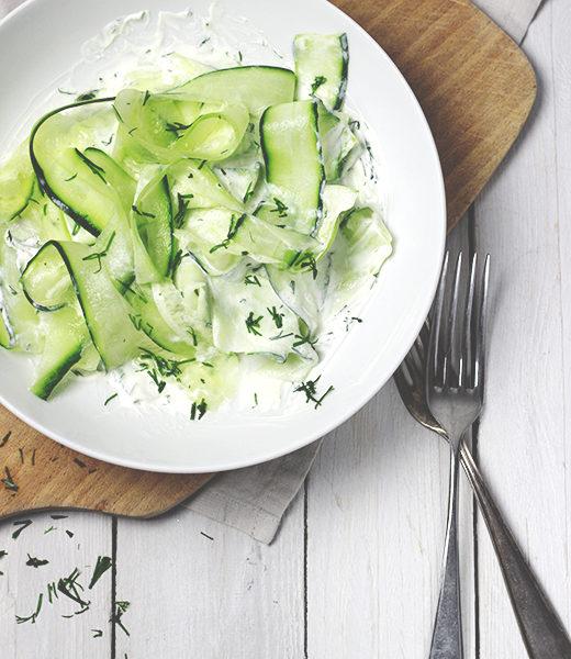 Rezept für Gurkensalat mit Schmand - einfaches Rezept mit nur vier Zutaten