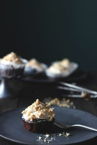 Veganes Rezept für Schokoladen-Erdnuss-Cupcakes