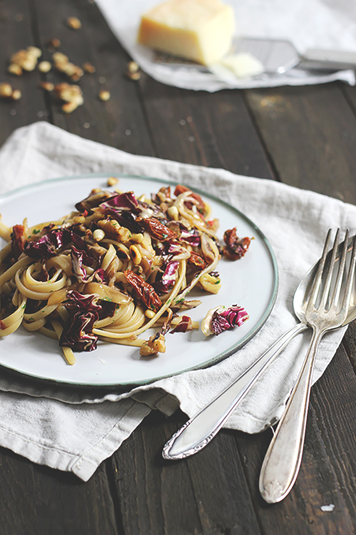 Rezept für Radicchio Pasta mit Walnüssen und getrockneten Tomaten