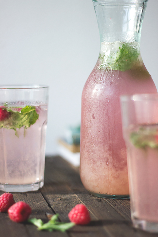 Rezept für hausgemachte Himbeer-Rosmarin-Limonade