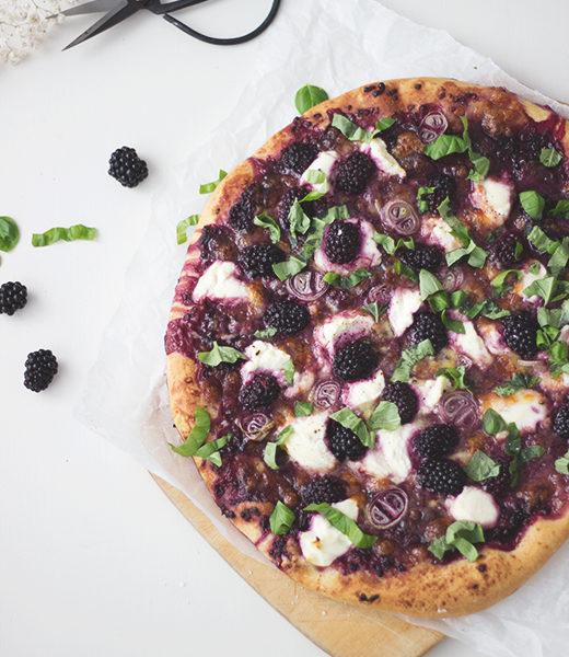 Sommer Pizza Rezept: Brombeer-Ricotta Pizza. Foodblog Holunderweg18