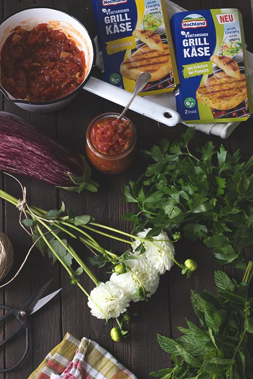 Vegetarisch grillen: Grillkäse-Auberginen-Päckchen mit Tomatenchutney, Holunderweg18