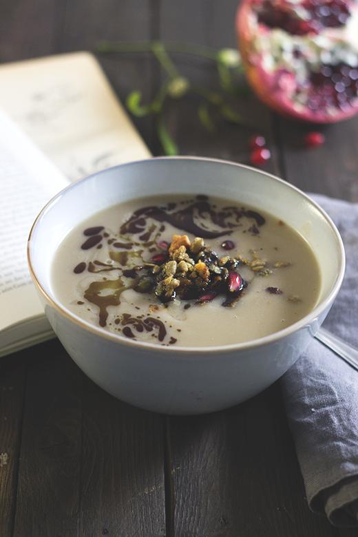 Pastinaken-Maronen-Suppe - Rezept mit herzhafter Nussgranola