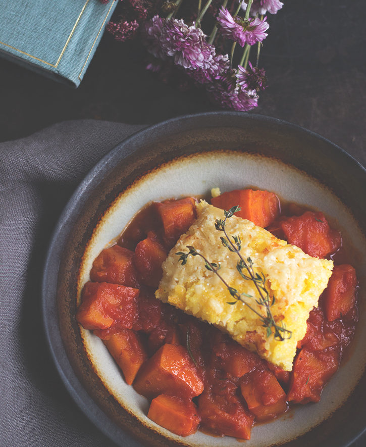 Rezept für ein vegetarisches Kürbisragout mit gratiierter Polenta, Holunderweg18