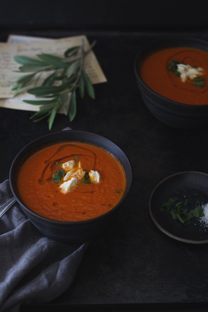Tomatensuppe aus ofengerösteten Tomaten - Ofentomatensuppe vegetarisch, vegan und glutenfrei. Foodblog Holunderweg18