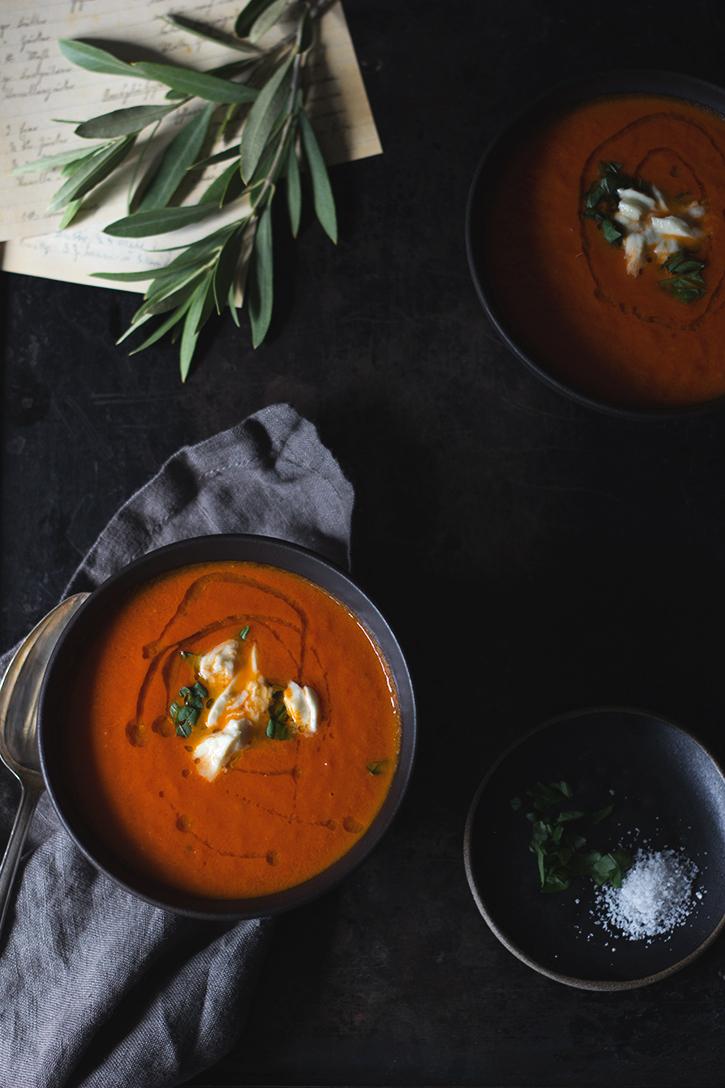 Rezept für Ofentomatensuppe - würzige Tomatensuppe aus ofengerösteten Tomaten. Holunderweg18