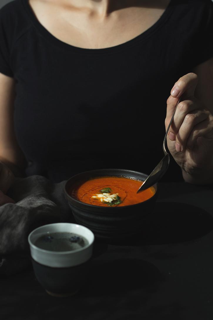 Einfaches Rezept für Tomatensuppe: Ofentomatensuppe aus im Backofen gerösteten Tomaten. Vegetarisch, vegan und glutenfrei