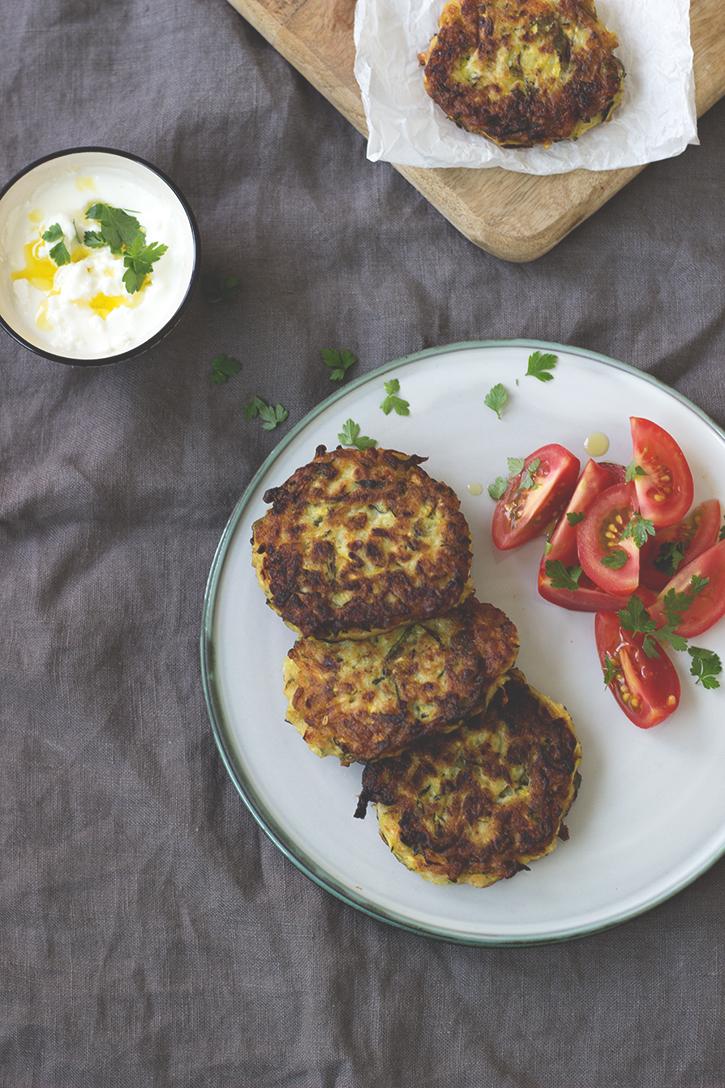 Zucchinipuffer mit Feta - einfache Zucchinipuffer, vegetarisches Rezept