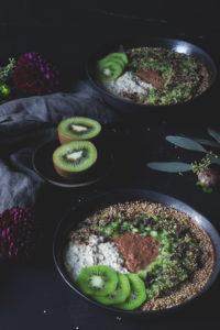 Gesundes Frühstück vegan: Rezept Overnight oats mit Haferflocken, Hirse, Schokolade und Kiwi