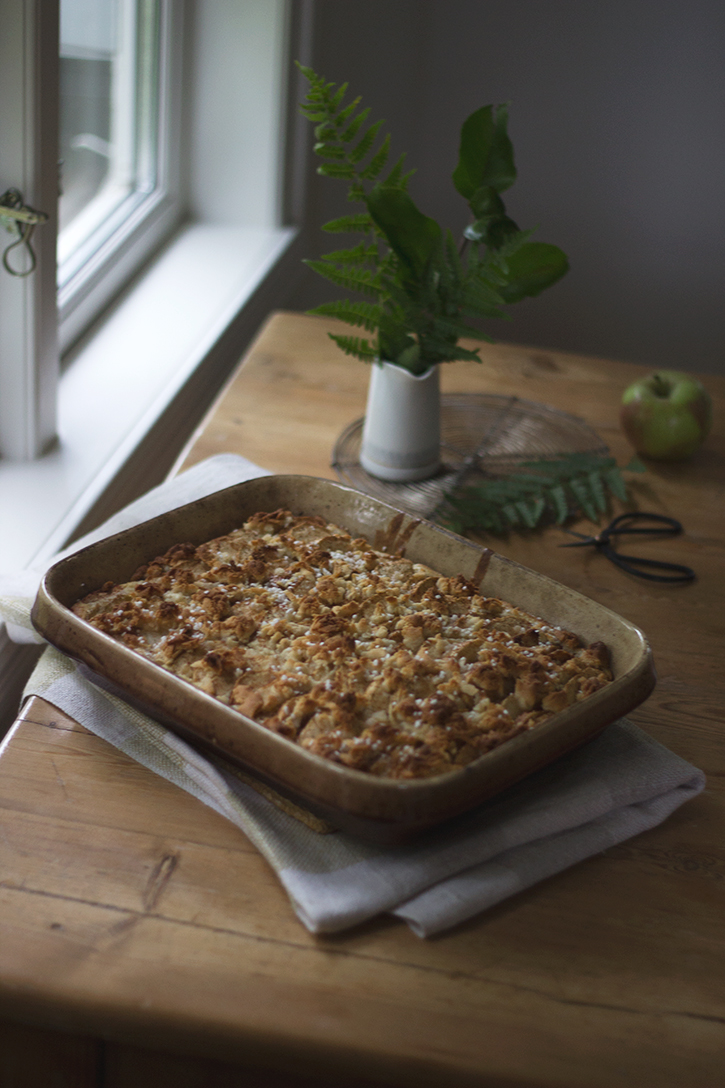 Blechkuchen Rezept: Schwedischer Apfelkuchen vom Blech - saftiger Apfel-Blechkuchen