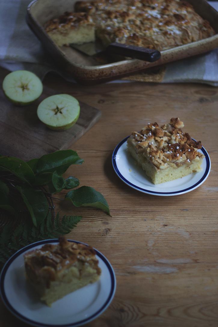 Schwedischer Apfelkuchen vom Blech: Saftiger Apfel-Blechkuchen aus Rührteig. Holunderweg18