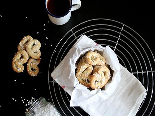 Rezept für Weihnachtsplätzchen: Haselnussbrezel - Plätzchen ohne Ausstechen