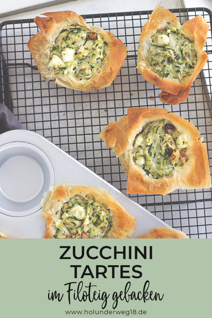 Rezept für kleine Zucchini-Tartes aus der Muffinform. Im Filoteig gebacken mit feta und Walnüssen - perfektes Fingerfood