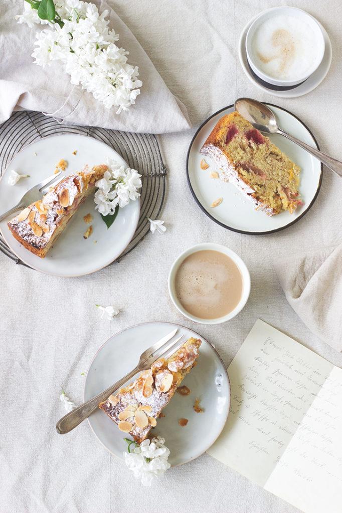 Rhabarberkuchen mit Mandeln und Orange