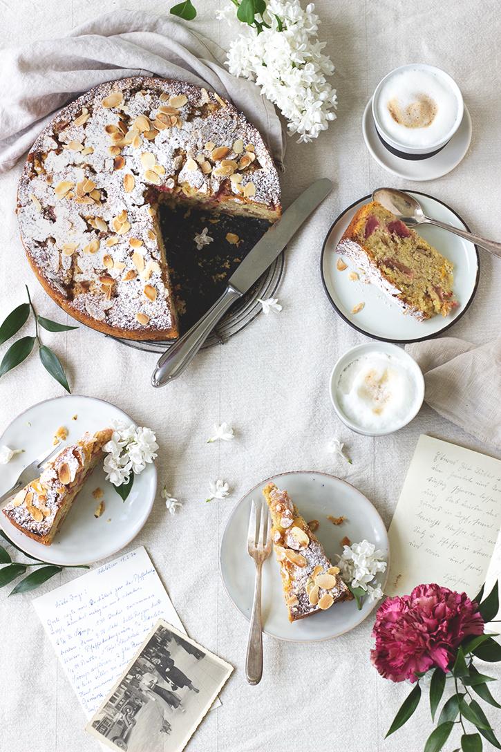 Rhabarberkuchen aus der Springform: Saftiger Rhabarberkuchen aus Rührteig mit Mandeln und Orange