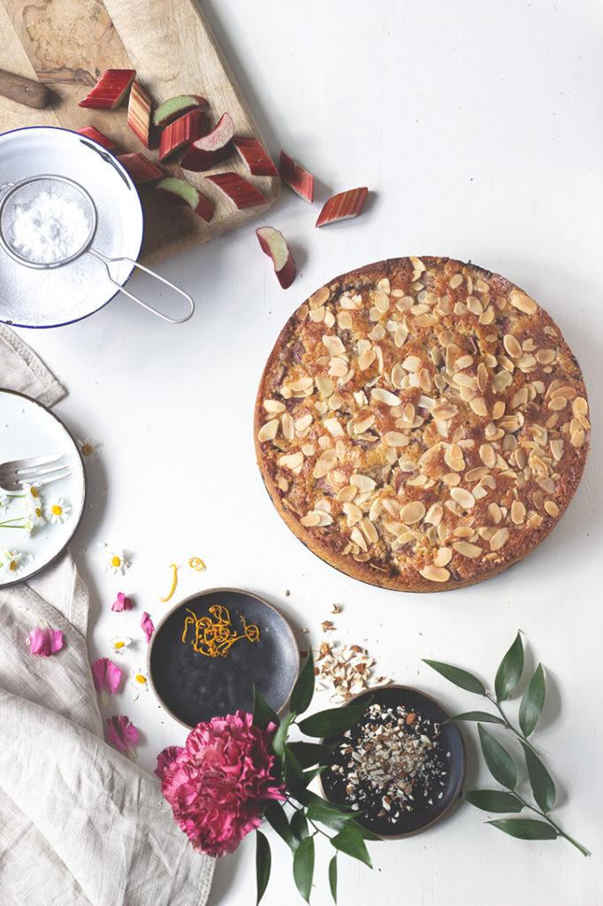 Rhabarberkuchen - einfaches Rezept aus Rührteig