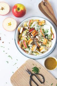 Rezept für Apfel-Kohlrabi-Salat mit Halloumi - einfaches und schnelles Rezept vegetarisch