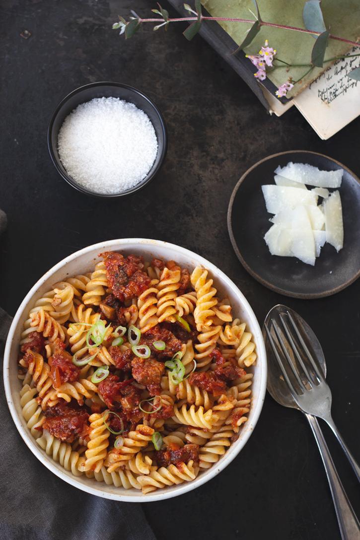 Rezept für vegetarische Bolognese mit Tofu und Karotten. Pastarezept vegan